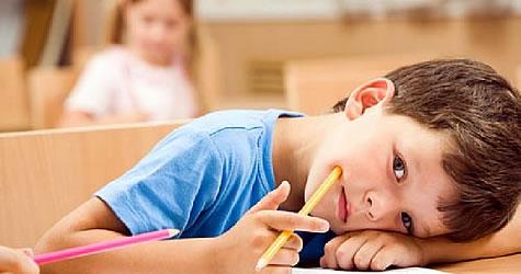 İlk ve ortaokullardaki yeni ders çizelgesinde ders saatleri arttığı için derse başlama saati her ilde farklı olacak.