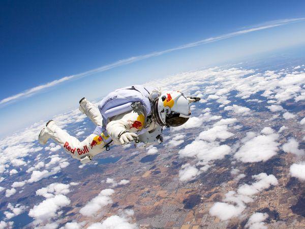 Bu Gün 20:30′da Uzaydan Naklen Canlı Paraşüt Atlayışı...
