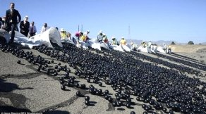 Los Angeles`i susuzluktan kurtarmak i�in baraja tam 96 milyon plastik top att�lar
