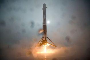 İşte Falcon 9`un 360 derece iniş anı!